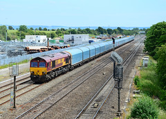66105. (curly42) Tags: transport shed railway didcot dbs freighttrain class66 66105 moretoncutting 4m52