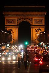 Arc De Triomphe (Toni Kaarttinen) Tags: man paris france men night lights evening frankreich arch traffic frana frankrijk prizs francia arcdetriomphe iledefrance parijs parisian pars  parigi frankrike champslyses  pary   francja ranska pariisi  franciaorszg  francio champslysees parizo  frana
