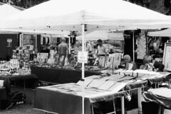 Perchè è vietato? (sirio174 (anche su Lomography)) Tags: vietato divieto fotografare foto bancarella mercatino stall como