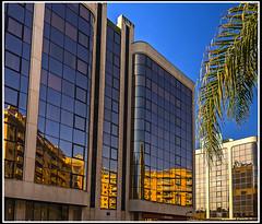 Paseando por Valencia: Reflejos valencianos (edomingo) Tags: edomingo olympusomdem10mzuiko1240 reflejos arquitectura valencia