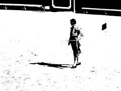 La montera voladora (aficion2012) Tags: arles novillada blohorn jalabert feria du riz france francia corrida bull fight toros toreaux toro bravo 2016 brindis andy younes bw nb duotone monochrome monotone torero novillero matador toreador