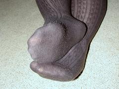 003 (AC1914) Tags: feet tights greytights ribbedtights
