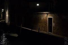 impressioni di viaggio: la porta di casa (anaguma shashin o toru) Tags: viaggio reisebilder tableaux voyage travel venezia venice