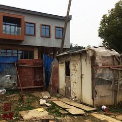 #UrbanContrasts (INSTAGRAM - tania.prosdocimo) Tags: nanjing china urban outside urbancontrast oldnew bw flickrfriday urbancontrasts