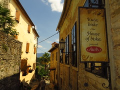 Hum, the smallest city of the world (Croatia) (Ádám Győri) Tags: hum croatia smallest city biska palm