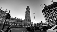 Parliament  House (Toni Kaarttinen) Tags: uk unitedkingdom gb greatbritain britain london england المملكة المتحدة regneunite vereinigteskönigreich britio reinounido isobritannia royaumeuni egyesültkirályság regnounito イギリス verenigdkoninkrijk wielkabrytania regatulunit storbritannien anglaterra tinglaterra englanti angleerre inghilterra イングランド engeland anglia inglaterra англия londres lontoo londra ロンドン londen londyn лондон bnw bw blackandwhite streetphoto streetphotography bigben clocktower parliament parliamenthouse