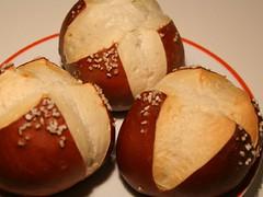 Laugenwecken (chiquitobanana) Tags: brtchen laugengebck laugenbrtchen laugenwecken lyerolls