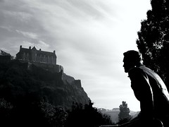 Wazzup !!! (m4r00n3d) Tags: blackandwhite castle edinburgh edinburghcastle princesstreetgardens lookatme iwant5 judgementday scottishamericansoldiers scoreme