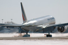Touch Down! (caribb) Tags: canada modern plane wow airplane airport wings quebec montreal aircraft awesome tail jets airplanes wing jet cockpit aeroporto aeroplane best motors engines landinggear planes boeing flughafen avião popular flugzeug 777 aeroport aeropuerto 飞机 airliner aeroplanes avion airfrance airliners rudder aircrafts yul flaps vliegtuig fuselage jetliner flugzeuge самолет 772 飛行機 luchthaven aéroport 空港 飛機 b777 jetliners aeroplano 777200 nosegear 777200er aerplane luchtvaart αεροπλάνο 비행기 lesavions авиапорт αερολιμένασ bestaircraft