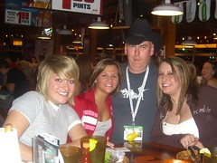 Paul and some young ladies (cackhanded) Tags: girls austin texas hooters paulduncan