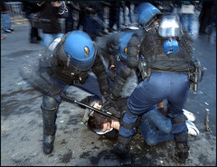 Manif anti CPE du 18 mars  Paris (Alain Bachellier) Tags: paris art demo police demonstration violence 13 sarkozy manif manifestation cpe revendication bestoff affrontement highdefonly