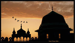 prayer time (Max Loxton) Tags: pakistan sunset beautiful birds freedom evening topv333 time mosque pakistani yani ppg lahore masjid yasir title2 title3 nisar title1 titleit yasirnisar towardspakistan exhibition14august pakistaniphotographers angkorsingle pakistaniphotographer angkorset maxloxton pakistaniat wwwtowardspakistancom