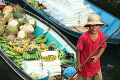 baligya (Farl) Tags: travel boy red sea food water colors strand boats market coconut muslim philippines floating banana mercado vendor sulu tradition reef economy floatingmarket pagi mindanao temper tawitawi cassava samal saging sitangkai panggi kamanting balanghoy bajao
