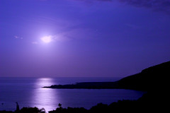 Setting Moon (konaboy) Tags: moon reflection bay kealakekua moonset 19764