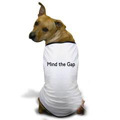 main the gapと書かれたTシャツを着ているイヌ