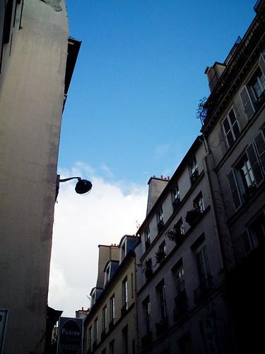 V [Paris / France]