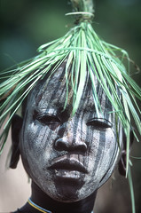Surma boy, with painted face and hat from grass (foto_morgana) Tags: ethiopia surma tribes portraits africa kibish boy paintedface ethnic