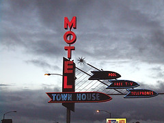 Town House Motel (Curtis Gregory Perry) Tags: old blue light red house signs color colour classic luz glass beautiful crimson sign electric azul night vintage wonderful hotel licht town rojo inn colorful neon pretty glow bright lumire lodging townhouse room tube tubes cyan motel ne retro gas chain views signage electricity glowing instructions colourful redandblue blau longview dying popular 75 electrical vanishing vacancy suites luce instruction muestra redblue placard important advisory accomodation signe sinal neons accomodations motorinn  zeichen non segno   motorlodge motorcourt   teken  motorhotel 75views   roht  glowed    neonic