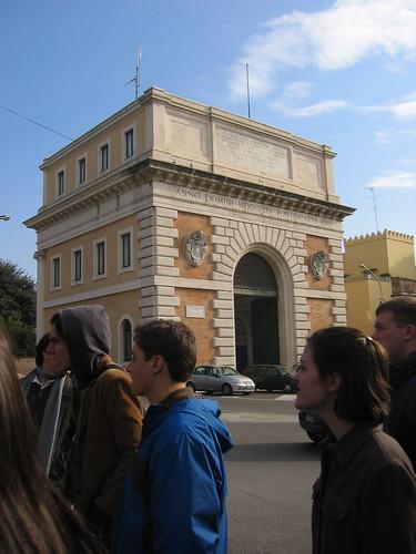 modern triumphal arch