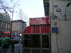 Impasse Robiquet - Paris (France) (Meteorry) Tags: paris spaceinvader spaceinvaders street art rue boulevarddumontparnasse montparnasse impasserobiquet robiquet hippopotamus lafayette 75006 meteorry