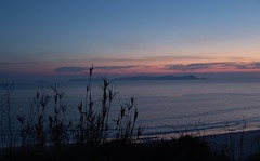 ons al atardecer (SondeBueu) Tags: sunset sea sky espaa cloud landscape atardecer mar spain paisaje galicia cielo nubes puestadesol puesta ons riasbaixas bueu morrazo radepontevedra triart3d triart3d2005 fdemrey fdmrey blogbueu sondebueu gpbueu