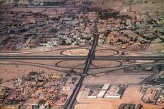 Trèfle à 4 feuilles de Doha (bertrand kulik) Tags: street architecture plane desert doha quatar