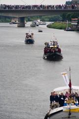 Botenparade . . . (willem_huwae) Tags: canon maastricht hotel maas rivier schepen vlaggen religie botenparade heiligdomsvaart hoeg brogk willemhuwae