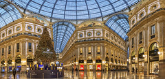Galleria Vittorio Emanuele II (Fil.ippo) Tags: galleria vittorioemanuele shoppingmall piazzadelduomo milan filippo filippobianchi natale christmas christmastree d610