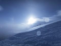 Harmony Ridge contre jour (Ruth and Dave) Tags: harmonyridge whistler whistlerblackcomb whistlermountain ridge sun lensflare cloud fog bright white skiresort piste skirun sky weather weatherphotography