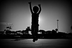 Dante (Wal CanonEOS) Tags: dante salta salto contraluz jump jumping tapandoelsol eclipse argentina argentinabsas bsas buenosaires argentinacostanera caba capitalfederal ciudadautonoma ciudaddebuenosaires parquecostanera dia day elsalto saltar canoneosrebelt3 canon eos rebelt3 blancoynegro byn blackandwhite bw blanco y negro monocromatico monocromatic monocromo hdr hdrbw calle callejeando calles street streets streetsbw streetshdr creativo creative gente people flickr flickrargentina foto fotografia fotocallejera photo photography alairelibre