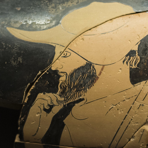 Man in petasos: Fragments of an Athenian Red Figure column-krater signed by Erasinos, found on Samothrace (3)