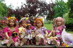Frühlingszeit mit den Kindergartenkinder ... (Kindergartenkinder) Tags: dolls outdoor blumen rhododendron margie schloss annette frühling personen tivi lembeck himstedt annemoni kindergartenkinder sanrike