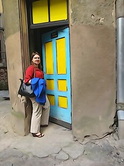 Riga Toastmaster pal, showing me inside courtyard (Julie70 Joyoflife) Tags: voyage street door travel people june europe sony latvia oldhouse artnouveau photowalk discovery riga toastmaster 2015 travelphotography photojuliekertesz 12june2015 metinriga