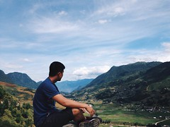 Keep your face to the sunshine and you can't see a shadow! #sapa #vietnam #mountains #valley (manhtuan10hd) Tags: mountains vietnam valley sapa