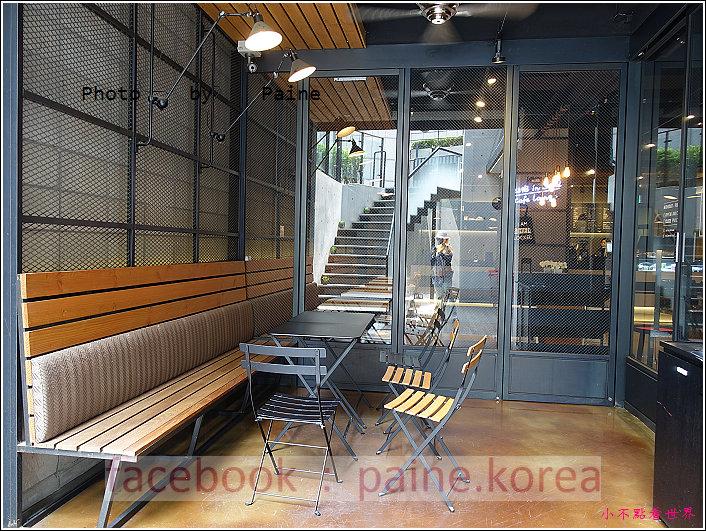 江南221B in Seoul coffee lounge (25).JPG