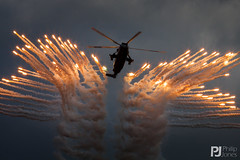 Royal Navy Sea King HC.4 (philrdjones) Tags: aircraft july airshow commando seaking royalnavy airdisplay 2015 yeovilton rnas assaultdemo commandohelicopterforce flarelaunch