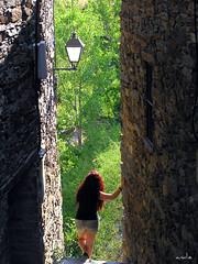 you (andieblacksmile) Tags: ventana pueblo bosque montaa esperando vacaciones piedra