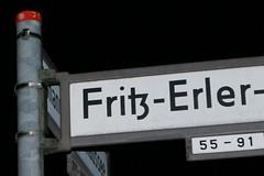 433 Fritz-Erler-Allee (Alte Wilde Korkmnnchen) Tags: berlin littlepeople gropiusstadt joyart streetyoga joyfox korkmnnchen corklittleman