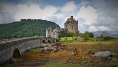 Eilean Donan Castle (ToSti NL) Tags: castle castles scotland highland chateau kintail dornie lochduich nikond80