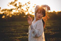 IMG_3086 (Yi-Hong Wu) Tags: 芒草 漢服 芒花 古裝 漢 女生 女孩 女性 女 女子 人 女人 山上 互惠 雪景 扇子 傘 逆光 舞 曜光 反射 情緒 可愛 美麗 外拍 室外 戶外