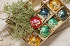 BriteAndShiny (obsequies) Tags: vintagechristmas vintageornaments christmas holidays ornaments shiny brite retro rustic shabby chic cottage home box collectable bauble colorful bokeh winter yule festive whimsy whimsical glass nostalgia cedar greenery green red mercuryglass branches decor decorations homemade old antique