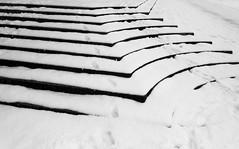 verschneit (zoomazoomarum) Tags: schnee winter treppe kontrast linien kurven