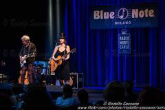 SUZANNE VEGA - Blue Note, Milano 10 July 2015  RODOLFO SASSANO 2015 35 (Rodolfo Sassano) Tags: show concert live milano singer ponderosa suzannevega bluenote songwriter folkrock alternativerock americanmusician paroledintorni