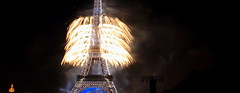 Light my Tower - happy new year (Eye of Brice Retailleau) Tags: beauty colourful colours composition scenic urban street streetphotography extérieur europe france paris architecture bâtiment eiffel tower night lowlight nightscape cityscape fireworks happynewyear newyear