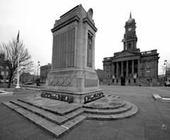 Hamilton Square Cenotaph - Birkenhead, UK (Paul_Dean) Tags: hamiltonsquare birkenhead cenotaph townhall merseyside wirral
