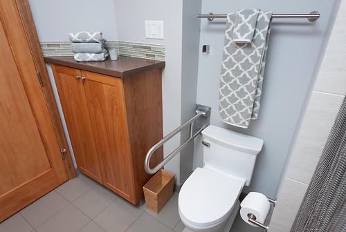73rd Avenue Bath 008