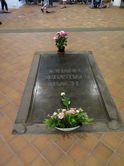 bach's grave the right way up (ndrwfgg) Tags: grave leipzig bach thomaskirche 1507