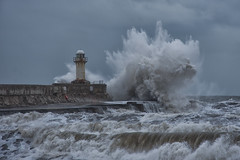 Storm on the Gare 3 (paul downing) Tags: pauldowning pd1001 pauldowningphotography nikon d7200 southgare redcar northsea northyorkshire waves storm