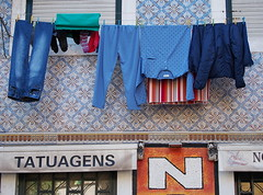 Lisbon 2015 (hunbille) Tags: portugal lisbon tiles laundry rua são alfama azulejos tomé ruasãotomé