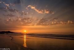 Los lunes al sol (IrreBerenT) Tags: sunset sky sun sol beach cantabria sanvicentedelabarquera loslunesalsol irreberente mern